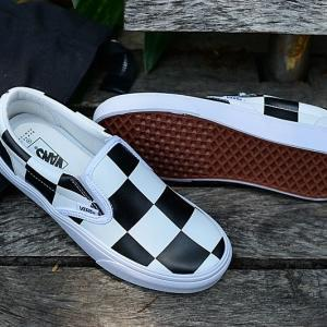 vans-slip-on-checkerboard-barneys-new-york-collaboration